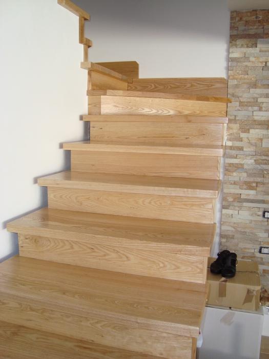 Gallery of dettaglio vendita scale scale in massello su - Scale per esterno in muratura ...